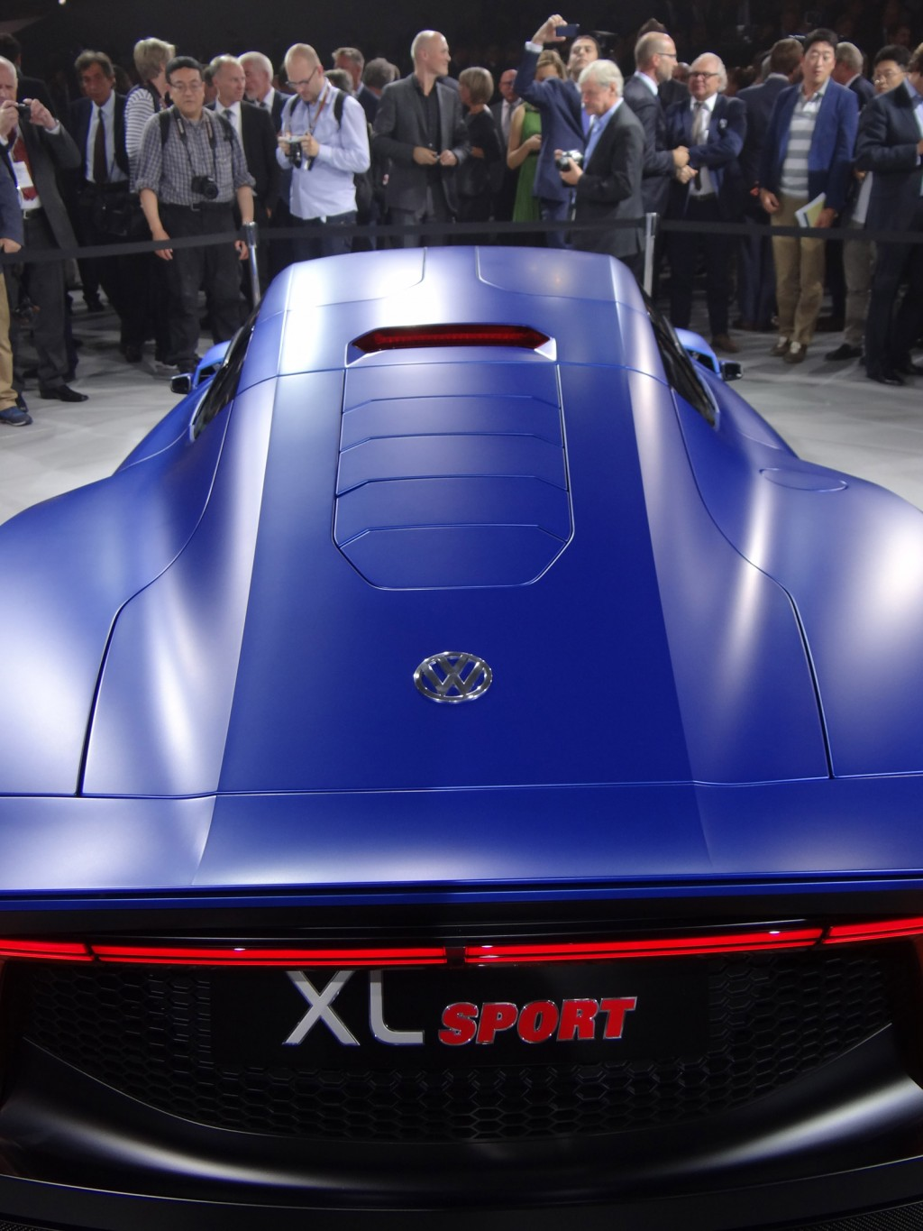 volkswagen xl sport with ducati v twin engine paris motor show photos. Black Bedroom Furniture Sets. Home Design Ideas
