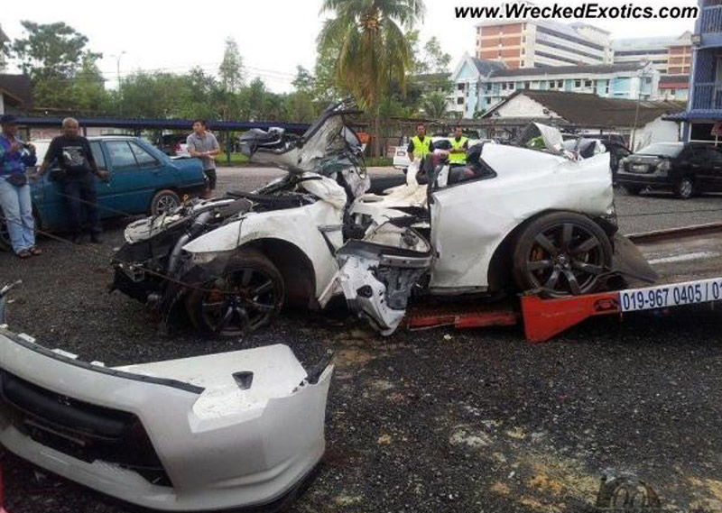 Four Killed In Gruesome Double Gt R Crash