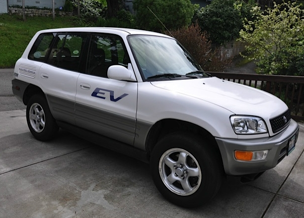 2002 toyota rav4 ev on ebay image plug in america 100388168 m 2002 Toyota RAV4 EV: Enduringly Popular Electric Car On eBay