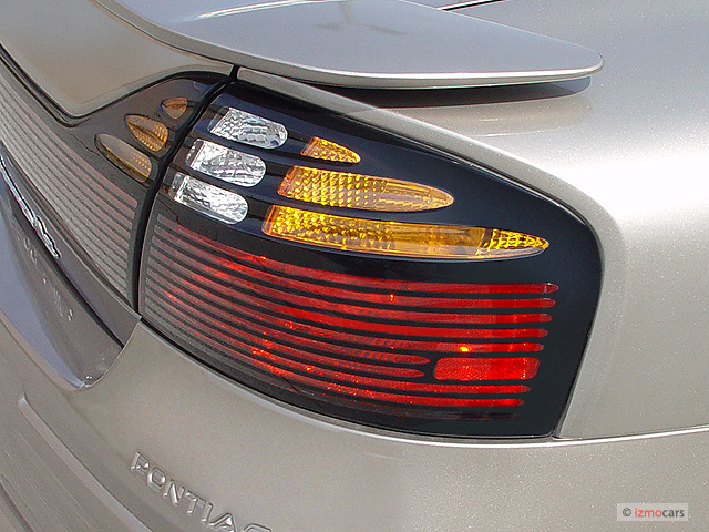2003 pontiac bonneville 4 door sedan se tail light