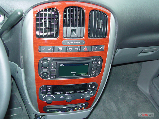 2005 chrysler town country pictures photos gallery the car connection. Black Bedroom Furniture Sets. Home Design Ideas