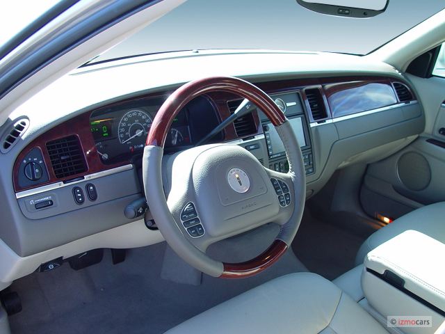 2005 lincoln town car pictures photos gallery the car connection. Black Bedroom Furniture Sets. Home Design Ideas