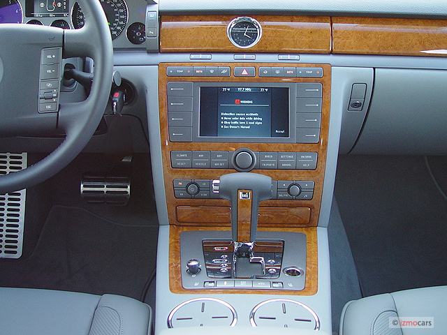 Instrument Panel - 2005 Volkswagen Phaeton 4-door Sedan V8 6-spd Auto