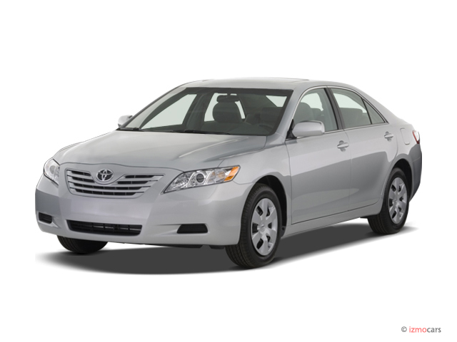 2007 Toyota Camry 4-door Sedan I4 Auto LE (Natl) Angular Front