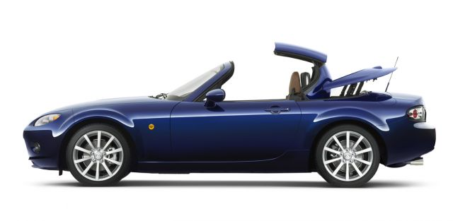 miata gets retractable hardtop. Black Bedroom Furniture Sets. Home Design Ideas