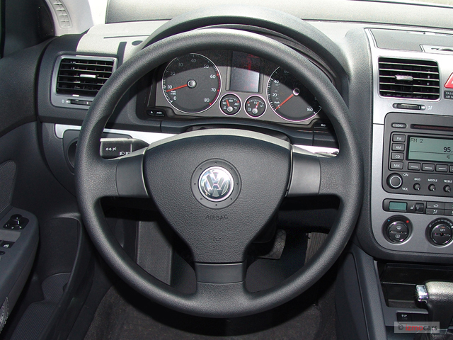 VWVortex.com - Any modern cars with thin-rimmed steering wheels?