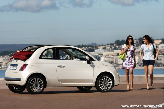 Supermodel Elle McPherson with Fiat 500C in London