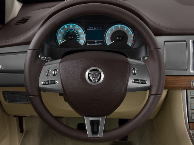 2009 Jaguar XF 4-door Sedan Luxury Steering Wheel #8441355