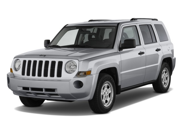 Angular Front Exterior View - 2010 Jeep Patriot FWD 4-door Sport