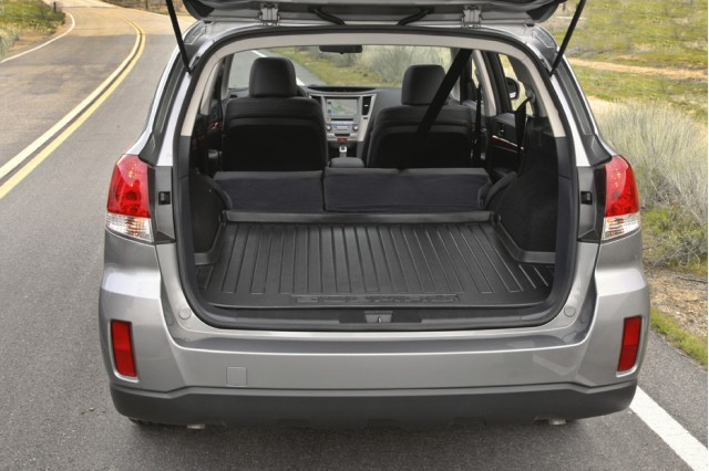 2010 subaru outback buyer asks about child seats. Black Bedroom Furniture Sets. Home Design Ideas