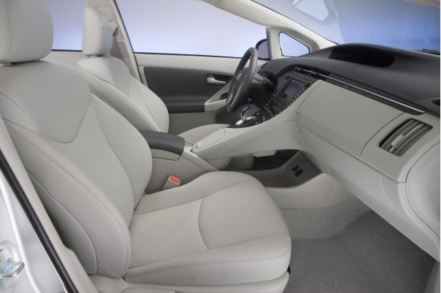 2010 Toyota Prius two-tone leather interior