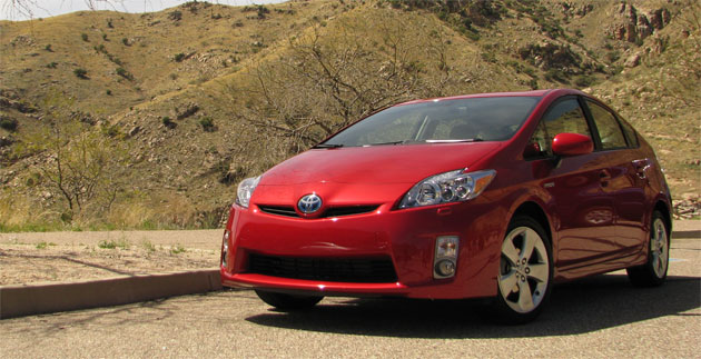 In Japan Toyota has decided to sell the new 2010 Prius alongside the previous generation model