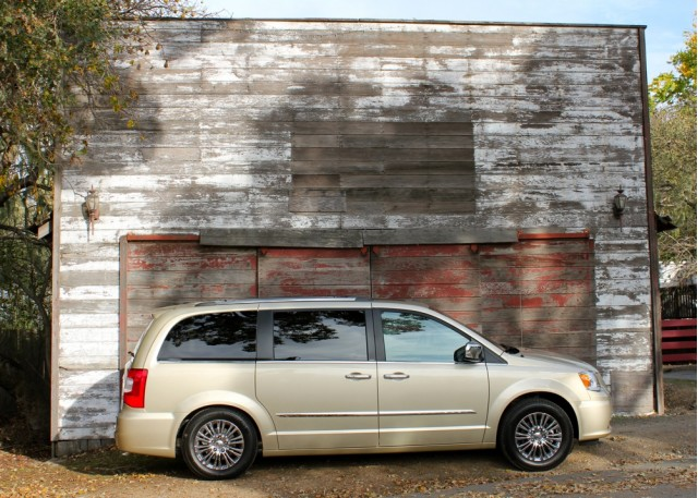 2011 chrysler town country first drive. Black Bedroom Furniture Sets. Home Design Ideas