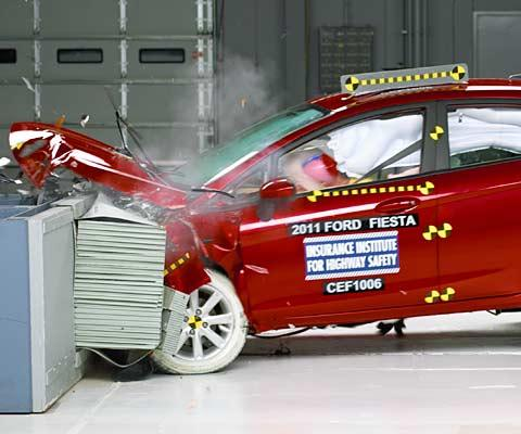 2011 Ford Fiesta IIHS crash tests #9397999