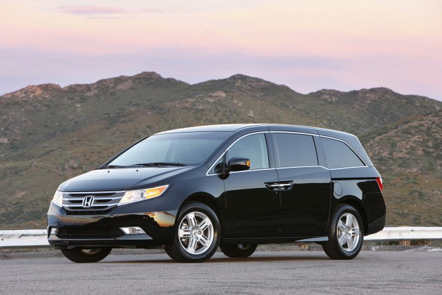 2011 honda odyssey touring elite top line model is most luxurious yet. Black Bedroom Furniture Sets. Home Design Ideas