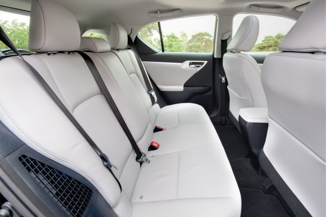 jeans staining your car seats lexus chrysler fight stains. Black Bedroom Furniture Sets. Home Design Ideas
