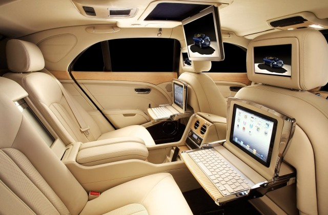 bentley boggles with geneva show concept suv gallery 2 the car connection. Black Bedroom Furniture Sets. Home Design Ideas