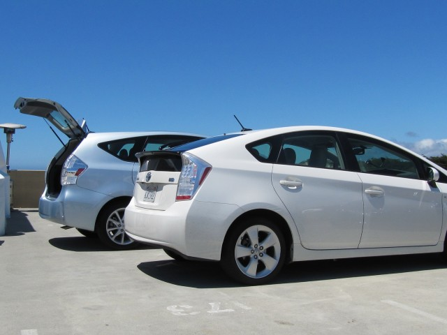 2012 toyota prius v plug in green car reports best car to buy 2012 nominees. Black Bedroom Furniture Sets. Home Design Ideas