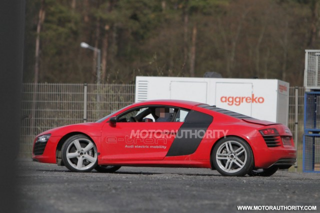 زبى مولع http://www.motorauthority.com/pictures/1075622_2013-audi-r8-e-tron-test-mule-spy-shots_gallery-1