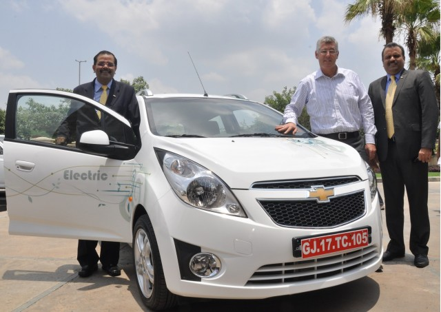 Chevrolet Beat EV electric vehicle with GM executives, India, June 2011 #7445005