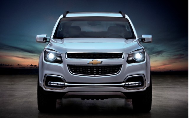 http://images.thecarconnection.com/med/2013-chevrolet-trailblazer_100370015_m.jpg