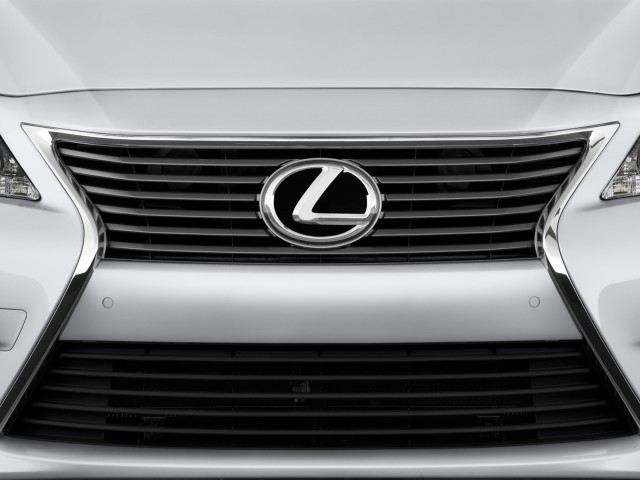 2013 Lexus ES 350 4-door Sedan Grille #8329358