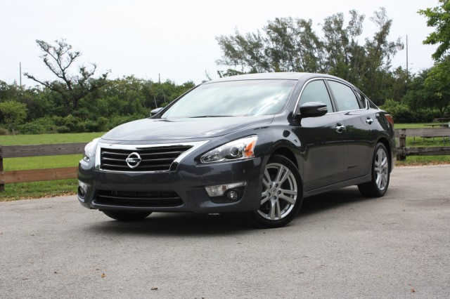 http://images.thecarconnection.com/med/2013-nissan-altima_100392832_m.jpg