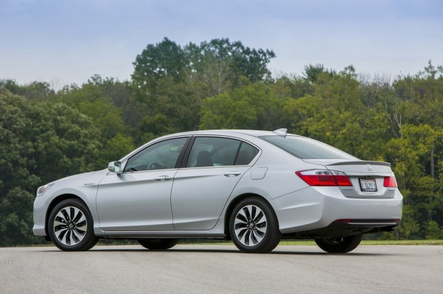 2014 honda accord hybrid driven at 50 mpg and 30k does it add up gallery 1 the car connection. Black Bedroom Furniture Sets. Home Design Ideas