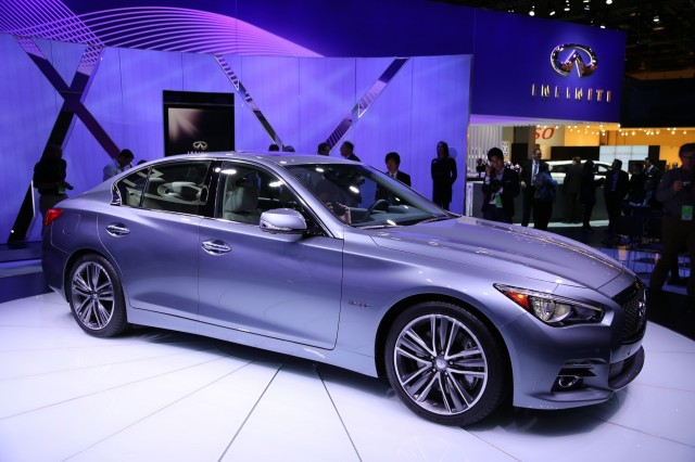 2014 infiniti q50 hybrid live photos from detroit. Black Bedroom Furniture Sets. Home Design Ideas