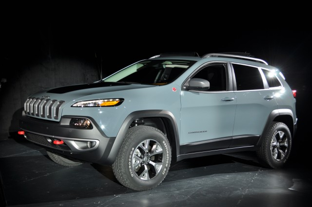 2014 jeep cherokee live photos 2013 new york auto show. Black Bedroom Furniture Sets. Home Design Ideas