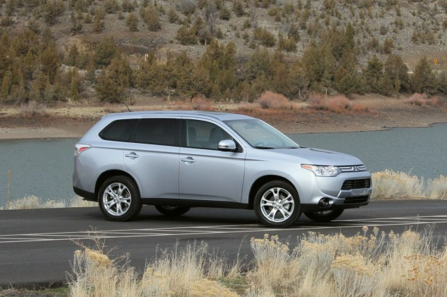 2014 mitsubishi outlander first drive gallery 1 the. Black Bedroom Furniture Sets. Home Design Ideas