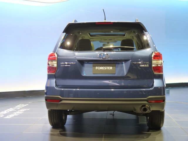 http://images.thecarconnection.com/med/2014-subaru-forester_100410707_m.jpg