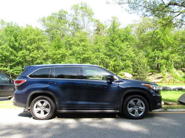 2017 toyota highlander shows updated face and powertrain. Black Bedroom Furniture Sets. Home Design Ideas