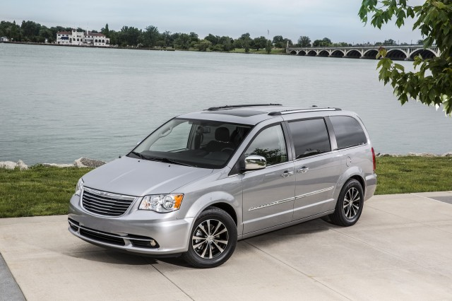 new chrysler minivan might get electric all wheel drive ceo. Black Bedroom Furniture Sets. Home Design Ideas