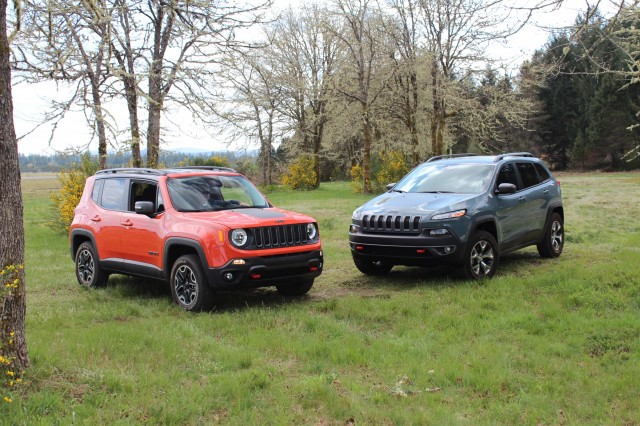 jeep renegade vs jeep cherokee how do they size up page 2. Black Bedroom Furniture Sets. Home Design Ideas