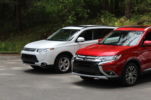 2015 Mitsubishi Outlander (left) and 2016 Mitsubishi Outlander (right)
