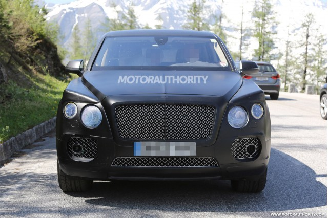 2015 - [Bentley] Bentayga - Page 2 2016-bentley-suv-spy-shots_100469165_m