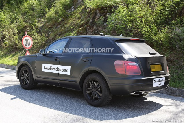 2015 - [Bentley] Bentayga - Page 2 2016-bentley-suv-spy-shots_100469172_m