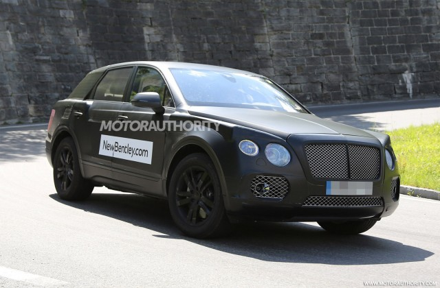 2015 - [Bentley] Bentayga - Page 2 2016-bentley-suv-spy-shots_100469176_m