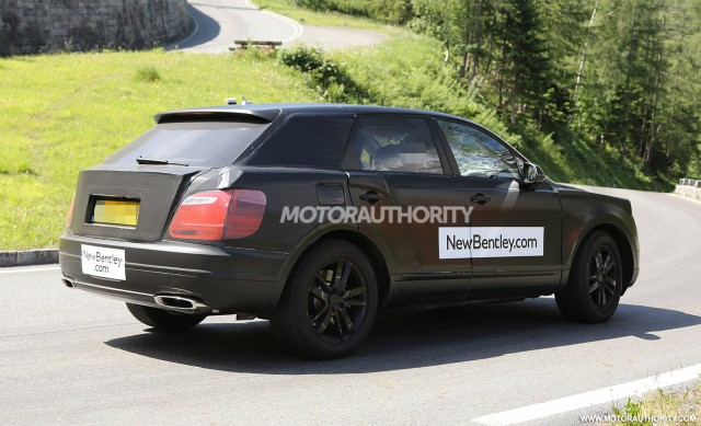 2015 - [Bentley] Bentayga - Page 2 2016-bentley-suv-spy-shots_100469178_m