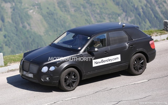 2015 - [Bentley] Bentayga - Page 2 2016-bentley-suv-spy-shots_100469184_m