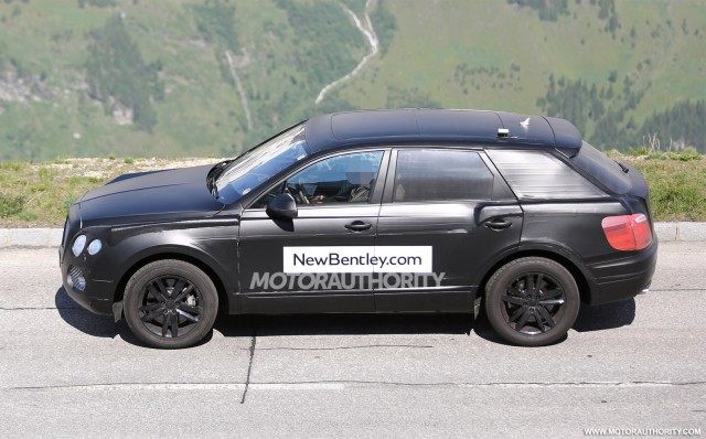 2015 - [Bentley] Bentayga - Page 2 2016-bentley-suv-spy-shots_100469185_m