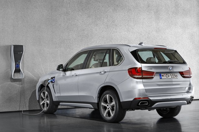 2016 bmw x5 xdrive 40e plug in hybrid suv starts at 63 095. Black Bedroom Furniture Sets. Home Design Ideas