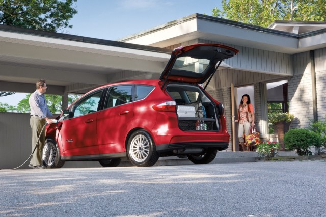 free electric car charging for ford c max energi owners for 3 years. Black Bedroom Furniture Sets. Home Design Ideas