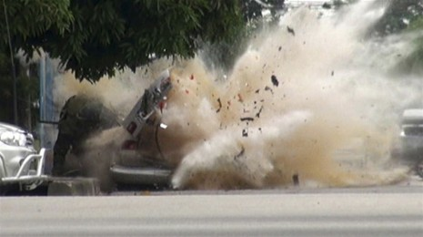 Car bomb explodes as bomb squad attempts to defuse. Photo via Reuters.
