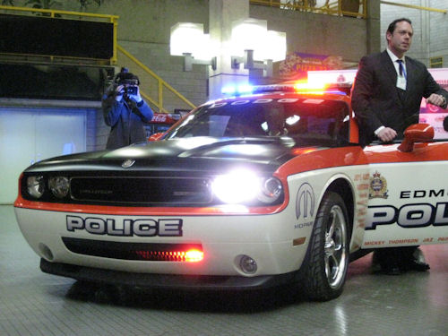 crazy canadians unveil dodge challenger police car. Black Bedroom Furniture Sets. Home Design Ideas