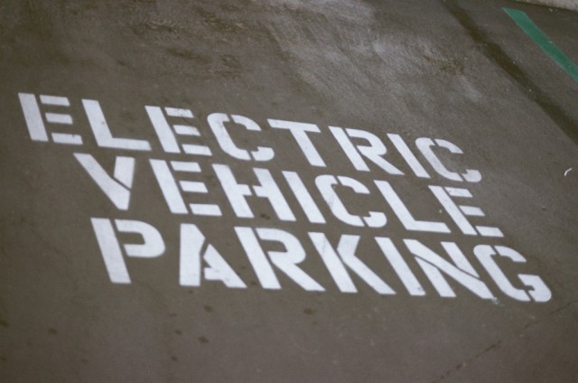 Electric vehicle parking by Flickr user aaron_anderer, used under Creative Commons license