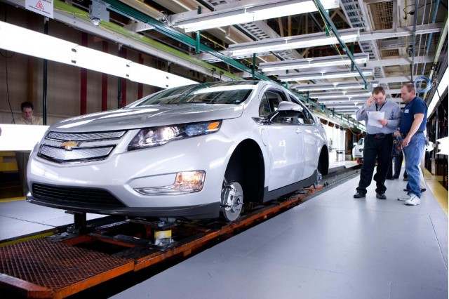 First 2011 Chevrolet Volt built on production tooling at Detroit Hamtramck plant, March 31, 2010 #8874971