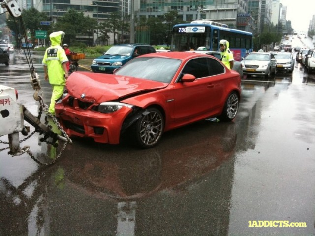 First BMW 1-Series M Coupe wrecked. Image via 1Addicts.com