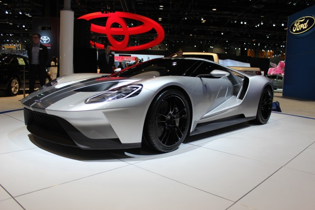 ford gt shows off its curves in silver at the 2015 chicago auto show - 2015 Ford Gt Auto Show